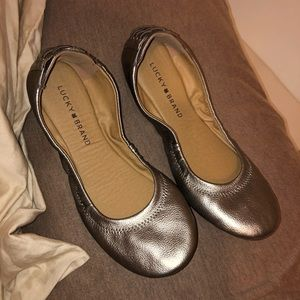 NWOT lucky brand pewter flats 7.5